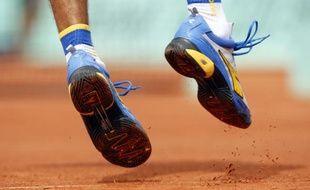 Les chaussures du tennisman Brésilien Gustavo Kuerten, lors de Roland-Garros, le 25 mai 2008.