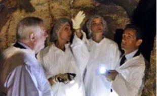 Le couple Sarkozy a visité la grotte.