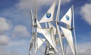 Curieux mât vertical bardé de focs qui se déploient selon la vitesse du vent, un premier prototype d'éolienne à voile a été inauguré ce weekend à Grande-Synthe (Nord), plus petite et moins chère que les éoliennes classiques.
