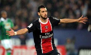 Le Paris SG est revenu à trois points du leader Montpellier mercredi en battant Saint-Etienne (2-0), relançant ainsi le suspense en L1, d'autant que l'a également emporté, alors que Lyon, qui a fessé Valenciennes (4-1), s'accroche encore à un mince espoir de C1.