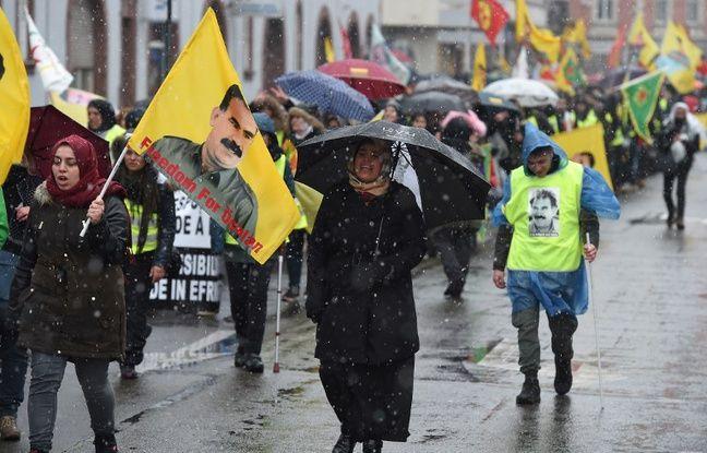 20 Minutes, Strasbourg: Près de 10.000 Kurdes ont défilé dans les rues pour réclamer la libération de leur chef historique Öcalan
