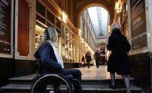 Une femme dans un fauteuil roulant à Nantes, en 2014 (illustration)
