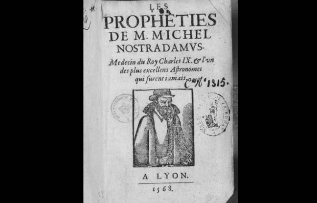 Un livre ancien traitant de Nostradamus.