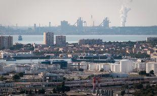 29/09/2010 Activité pétro chimique du port autonome de Marseille autour de Martigues, Port de bouc et Fos sur Mer. Des pétroliers en attente dans la rade de Fos suite au blocage de la CGT