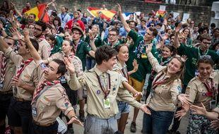 Des scouts et des guides en 2016 aux arènes de Lutèce