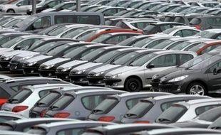 Les ventes de voitures particulières neuves en France ont baissé de 7,9% en janvier par rapport à janvier 2008, la mise en place de la prime à la casse en décembre ayant permis de freiner le recul, selon le Comité des constructeurs français d'automobiles (CCFA).