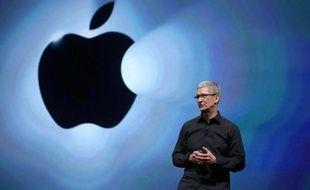 Tim Cook, le patron d'Apple, reste en tête des patrons les mieux payés des Etats-Unis aux côtés de Larry Ellison, fondateur et président d'Oracle, d'après un classement publié mardi par la chaîne financière CNBC.