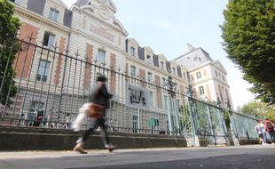 La façade du lycée Zola, à Rennes, où s'est tenu le procès en révision du capitaine Dreyfus en 1899.