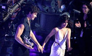 Les chanteurs Shawn Mendes et Camila Cabello aux MTV Video Music Awards 2019