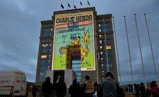 Une Une de Charlie Hebdo projetée sur la façade de l'Hôtel de région de Montpellier, le 23 octobre 2020.