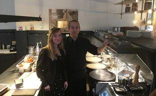 Notre lectrice Camille, aux cotés de Yuji, chef japonais du Breizh Café.