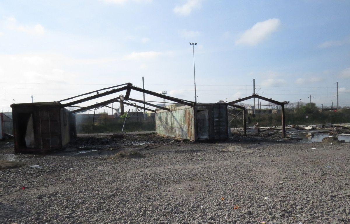 Bâtiments collectifs incendiés au camp de  migrants de Grande-Synthe (Nord) – O. Aballain / 20 Minutes