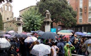 Devant l'école Collaso i Gil, ce dimanche, dans le quartier du Raval à Barcelone.