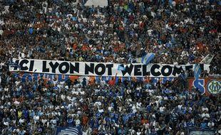En septembre 2015, le stade Vélodrome accueillait chaudement l'OL. Trois ans plus tard, la relation est encore plus orageuse entre les supporters des deux Olympiques.