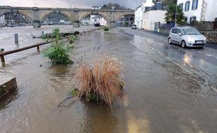 L'accalmie prévalait samedi dans l'Ouest et dans le Nord sur le front des inondations mais les prévisions de Météo France renforcent les craintes de crues plus sévères en début de semaine prochaine, en raison des précipitations annoncées sur des terres déjà gorgées d'eau.