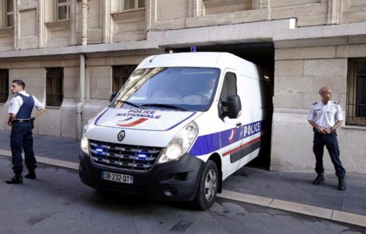Aurélien Jarrier arrive au tribunal de Nice le 9 octobre 2014 – Valery Hache AFP