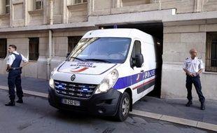 Aurélien Jarrier arrive au tribunal de Nice le 9 octobre 2014