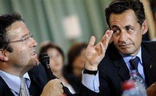 Nicolas Sarkozy se rend ce jeudi à Laval pour évoquer la généralisation du Revenu de solidarité active (RSA), qui se fera à la mi-2009, dans les délais souhaités par Martin Hirsch, et dont le financement devrait être assuré par une taxation de 1% des revenus du capital