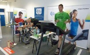 Manuel Da Cunha et Phillipe Dieumegard tentent de parcourir la plus grande distance possible en six jours sur tapis roulant et vélo home-trainer.