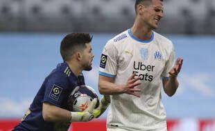 Arkadiusz Milik (à droite), lors d'un match au Vélodrome avec l'Olympique de Marseille le 13 mars 2021.