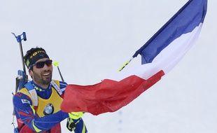 Martin Fourcade porte le drapeau français