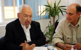 Vainqueurs des premières élections libres en Tunisie, les islamistes d'Ennahda ont insisté vendredi sur leur engagement démocratique, mais des violences ont éclaté dans la ville symbole de la révolution, Sidi Bouzid.