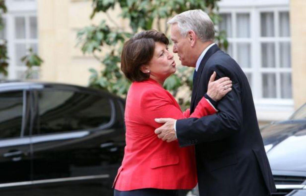 La Première secrétaire du PS Martine Aubry et le Premier ministre Jean-Marc Ayrault, le 18 mai 2012, dans la cour de l'hôtel Matignon. – CHESNOT/SIPA