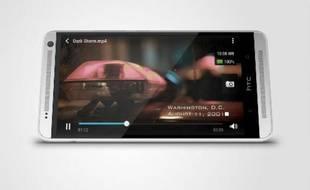 """Avec son écran géant de 5,9'' (15 cm de diagonale), le HTC One Max joue davantage dans la cour des """"phabblettes"""" que dans celle des smartphones."""