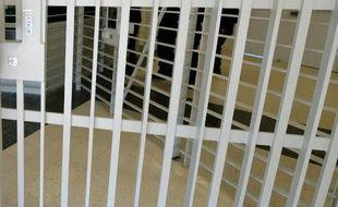 La mère de l'adolescente retrouvée morte étouffée dans son lit en Seine-et-Marne lundi a été mise en examen pour assassinat vendredi et placée en détention provisoire, a-t-on appris samedi de source judiciaire.