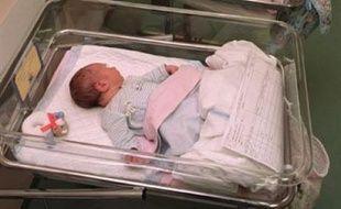 Le presse espagnole s'alarmait mercredi de la naissance d'un bébé mis au monde par une fillette de 10 ans et de la joie affichée par sa mère, une Roumaine arrivée dans le sud de l'Espagne il y a trois semaines.