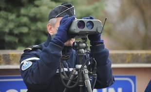 Illustratioin. Contrôles de vitesse par la gendarmerie du Bas-Rhin.