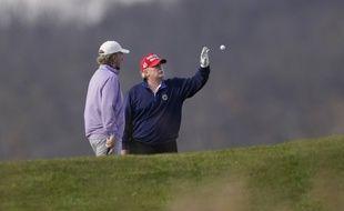 A droite, Donald Trump