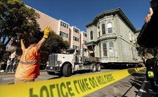 Une maison entière a été déplacée d'un bloc à San Francisco le 21 février 2021.