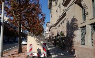 L'armoire à fibre se trouve au milieu d'une nouvelle piste cyclable à Strasbourg.