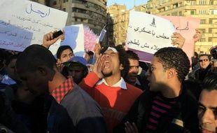 Des centaines de manifestants hostiles au pouvoir militaire ont commencé à se rassembler vendredi place Tahrir au Caire pour réclamer des poursuites judiciaires contre les responsables des récentes violences qui ont fait 17 morts dans la capita