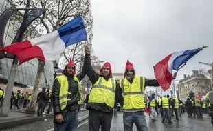 L'acte IV de la mobilisation du mouvement des Gilets Jaunes a rassemble 125 000 manifestants sur l'ensemble du territoire le 8 décembre.  Certains arboraient un bonnet phrygien, un des nombreux symboles de la Révolution française repris par les gilets jaunes.