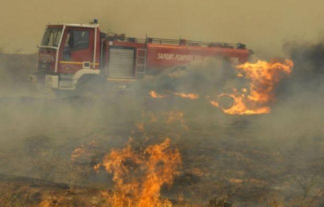 Plus de 500 pompiers luttaient dimanche contre un incendie qui, alimenté par un fort mistral, a déjà ravagé 400 hectares de végétation autour d'Orgon (Bouches-du-Rhône), nécessitant l'évacuation d'un camping ainsi que la protection de maisons.