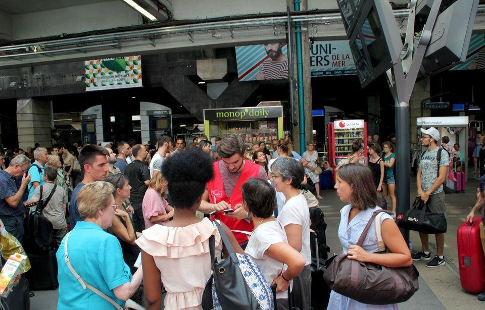 Perturbations à Montparnasse 960x614_trafic-sncf-tres-perturbe-gare-montparnasse-27-juillet-2018-apres-incident-electrique