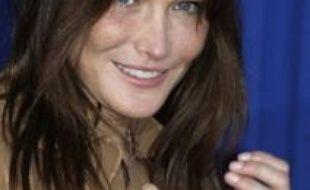 """Carla Bruni-Sarkozy, dont l'album """"Comme si de rien n'était"""" sort le 11 juillet, sera l'invitée de Michel Drucker dans l'émission """"Vivement dimanche"""" sur France 2 le 7 septembre, a annoncé vendredi l'animateur à l'AFP, précisant qu'elle chanterait sur son plateau."""