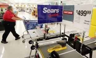La chaîne de distribution américaine en difficulté Sears a annoncé lundi soir la démission de son directeur général, Louis D'Ambrosio, invoquant notamment des raisons de santé, dans un communiqué.