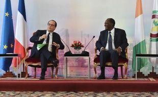 François Hollande aux côtés du président ivoirien Alassane Ouattara le 17 juillet 2014 à Abidjan lors d'une visite à dominante économique
