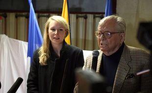 Marion Maréchal-Le Pen et Jean-Marie Le Pen, le 29 mars 2015 à Carpentras.