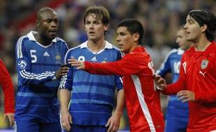 L'attaquant de l'équipe de France, Steve Savidan, (deuxième à gauche), los de France - Uruguay en amical au Stade de France, le 19 novembre 2008.