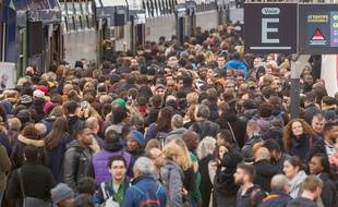 Le 3 avril 2018, premier jour du mouvement de grève des cheminots contre la réforme de la SNCF, sur le quai de la gare de Lyon à Paris.