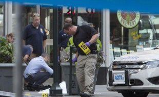 Des policiers sur la scène d'une fusillade intervenue à New York le 24 août 2012.