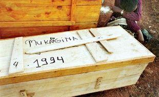 Des restes humains trouvés une fosse commune à Kigali après le génocide rwandais.