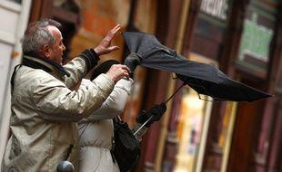 Lille, le 5 janvier 2012. De fortes rafales de vent on fait s'envoler les parapluies a Lille.