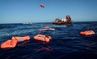 Les ONG SOS Méditerranée et Médecins sans frontières s'entraînent au sauvetage en Méditerranée (image d'illustration).