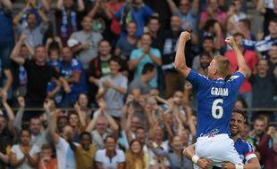 Grimm et le public strasbourgeois célèbrent leur victoire (3-0) contre Lille.