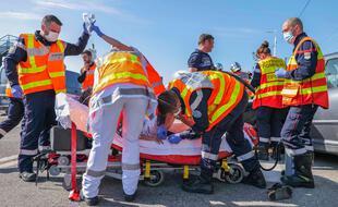 Les pompiers des Alpes-Maritimes lors d'une intervention sur un accident de la route (Illustration)